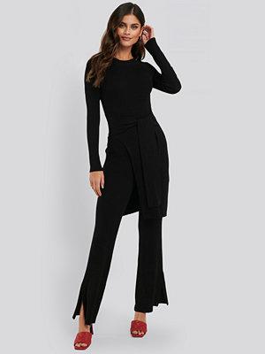 NA-KD Trend svarta byxor Ribbed Slit Pants svart