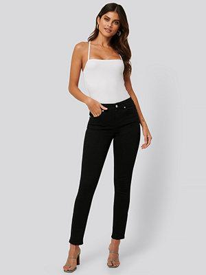 Jldrae x NA-KD Skinny Jeans svart