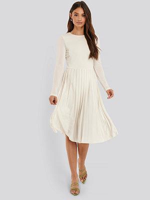 NA-KD Midiklänning vit