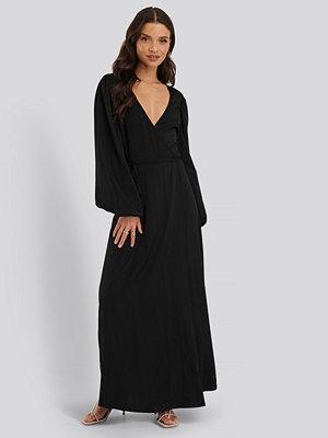 NA-KD Classic Omlottklänning svart