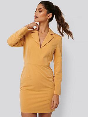 Jldrae x NA-KD Festlig Kostymklänning gul