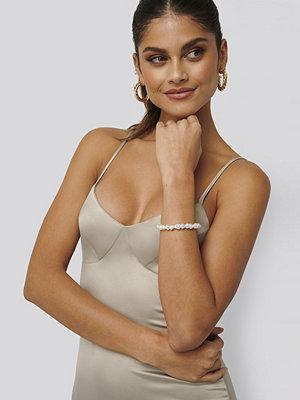 Jldrae x NA-KD smycke Pärlarmband vit