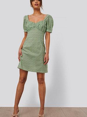 NA-KD Trend Miniklänning Med Puffärmar grön