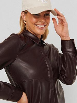 NA-KD Trend Pu-Skjorta brun