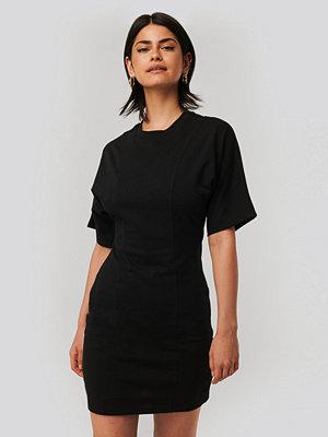 NA-KD T-Shirtklänning svart
