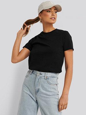 NA-KD Basic Bas-T-Shirt svart