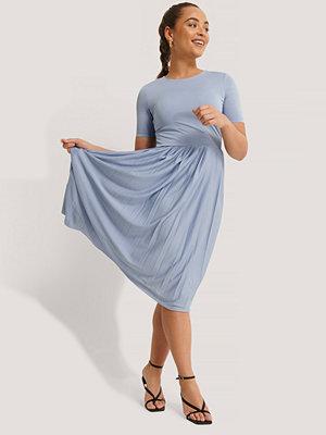 NA-KD Midiklänning blå