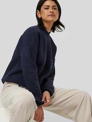NA-KD Basic Bassweatshirt blå