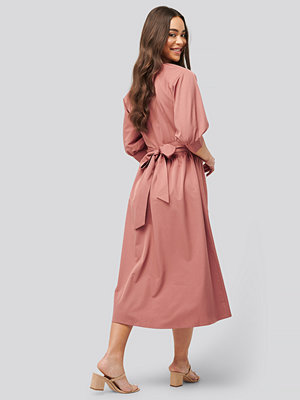 NA-KD Belted Balloon Sleeve Dress rosa