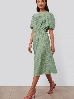 NA-KD Trend Midiklänning Med Kort Puffärm grön