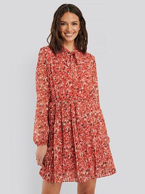 Trendyol Plisserad Midiklänning röd