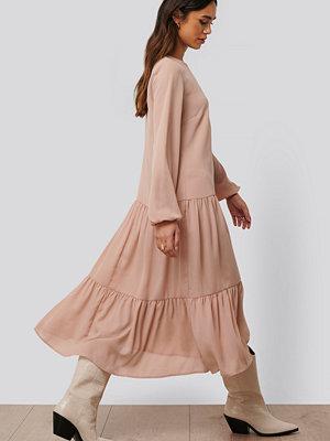 NA-KD Trend Midiklänning I Chiffong rosa
