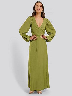 NA-KD Classic Omlottklänning grön