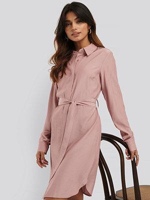 NA-KD Skjortklänning rosa