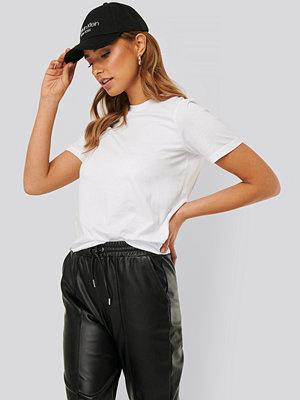 NA-KD Basic Bas-T-Shirt vit