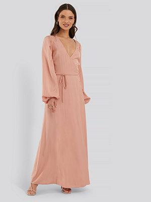 NA-KD Classic Omlottklänning rosa