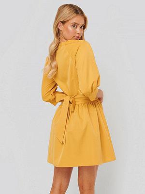NA-KD Miniklänning gul