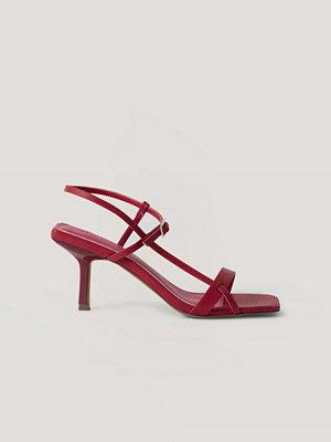 NA-KD Shoes Högklackade Med Fyrkantig Tå Och Flera Spännen röd