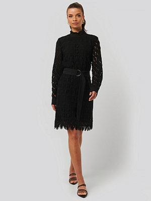 Rut & Circle Miniklänning Med Hög Volangkrage svart