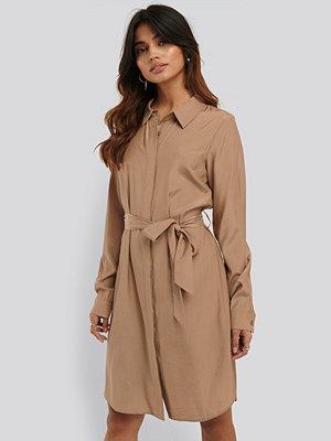 NA-KD Skjortklänning beige