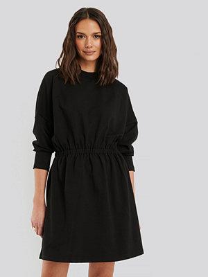 Trendyol Plisserad Miniklänning svart