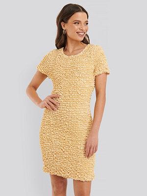 NA-KD Trend Veckad Klänning gul