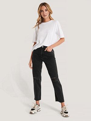NA-KD Slitna Jeans Med Hög Midja svart
