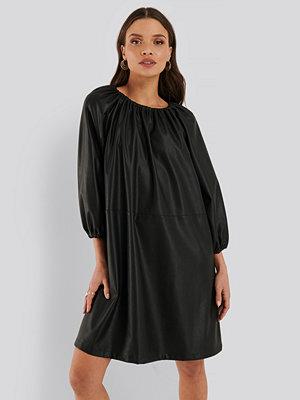 NA-KD Trend Pu-Klänning svart