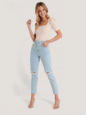 Trendyol Mom Jeans Med Hög Midja Och Slitna Detaljer blå