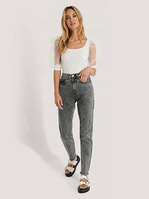 Jeans - NA-KD Höga Smala Jeans grå