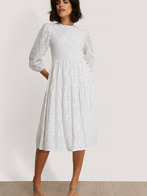 NA-KD Boho Spetsklänning Med Puffärmar vit