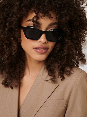 NA-KD Accessories Sharp Edge Slim Sunglasses svart