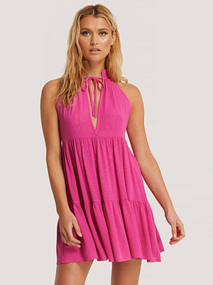 Trendyol Halterneckklänning rosa