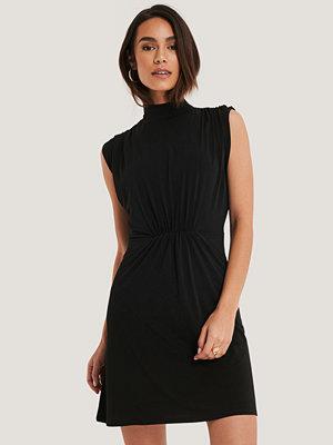 Trendyol Draperad Miniklänning Med Detaljer svart