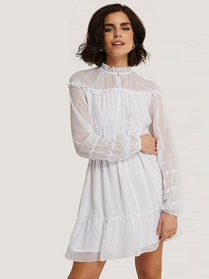 NA-KD Boho Långärmad Miniklänning Med Rynkdetaljer vit