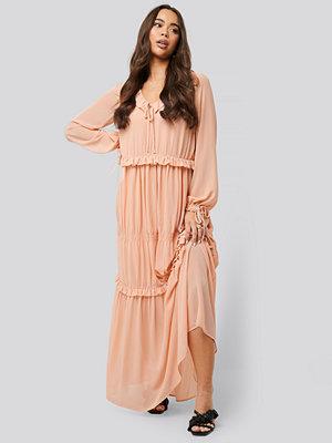 NA-KD Boho Multi Frill Flowy Dress rosa