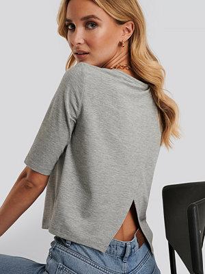 Dahl Sisters x NA-KD T-Shirt Med Öppen Rygg grå