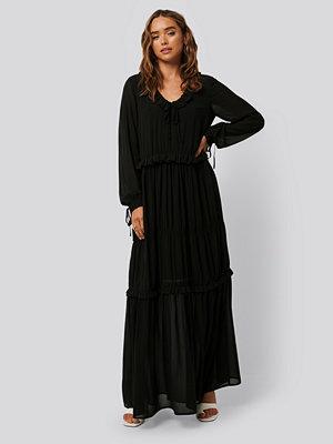 NA-KD Boho Multi Frill Flowy Dress svart
