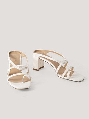 Pumps & klackskor - NA-KD Shoes Högklackade Sandaler vit