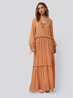 NA-KD Boho Multi Frill Flowy Dress röd