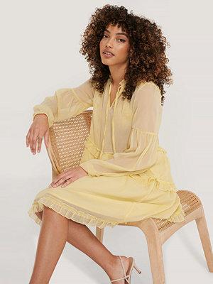 NA-KD Boho Chiffongklänning Med Krås gul