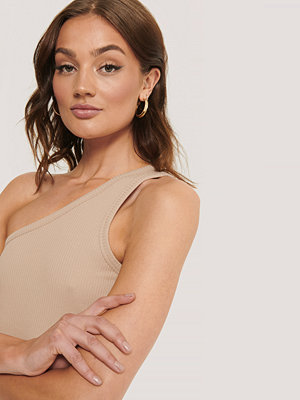 NA-KD Trend One Shoulder Ribbed Top beige