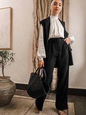 Imane Asry x NA-KD Kostymbyxor Med Raka Ben Och Bälte svart svarta