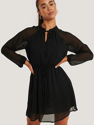Defacto Miniklänning Med Dragsko svart