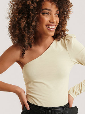 Toppar - NA-KD Trend Puff Sleeve One Shoulder Top beige