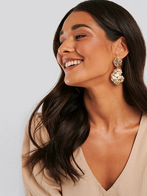 NA-KD Accessories smycke Rough Surface Drop Earrings guld