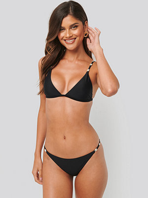 NA-KD Swimwear Sea Shell Detail Thin Strap Bikini Panty svart