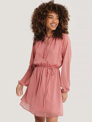 Defacto Miniklänning Med Dragsko rosa
