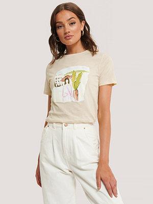 NA-KD T-Shirt offvit
