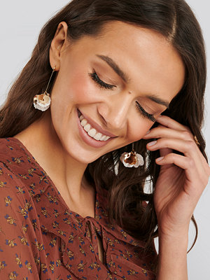 NA-KD Accessories smycke Hanging Flower Detail Earrings guld